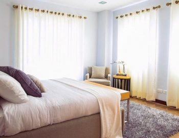 Едноцветни и многоцветни пътеки за спалня